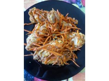 Салат из куриных крыльев и моркови по-корейски